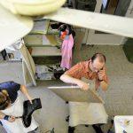 Blick von oben in die Werkstatt: das Einbeinstativ kommt auch zum Einsatz