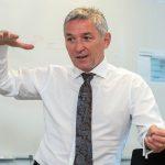 Interviewfoto Josef Stoll: erschienen 06/2015 in ETR. Josef Stoll ist Chief Technology Officer & Head of Technical Innovation bei der Deutschen Bahn.